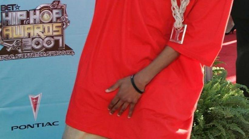 What do male rappers wear?
