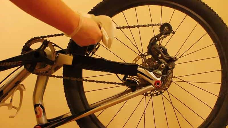 Clean bicycle Derailleur and Chain a Simple Way